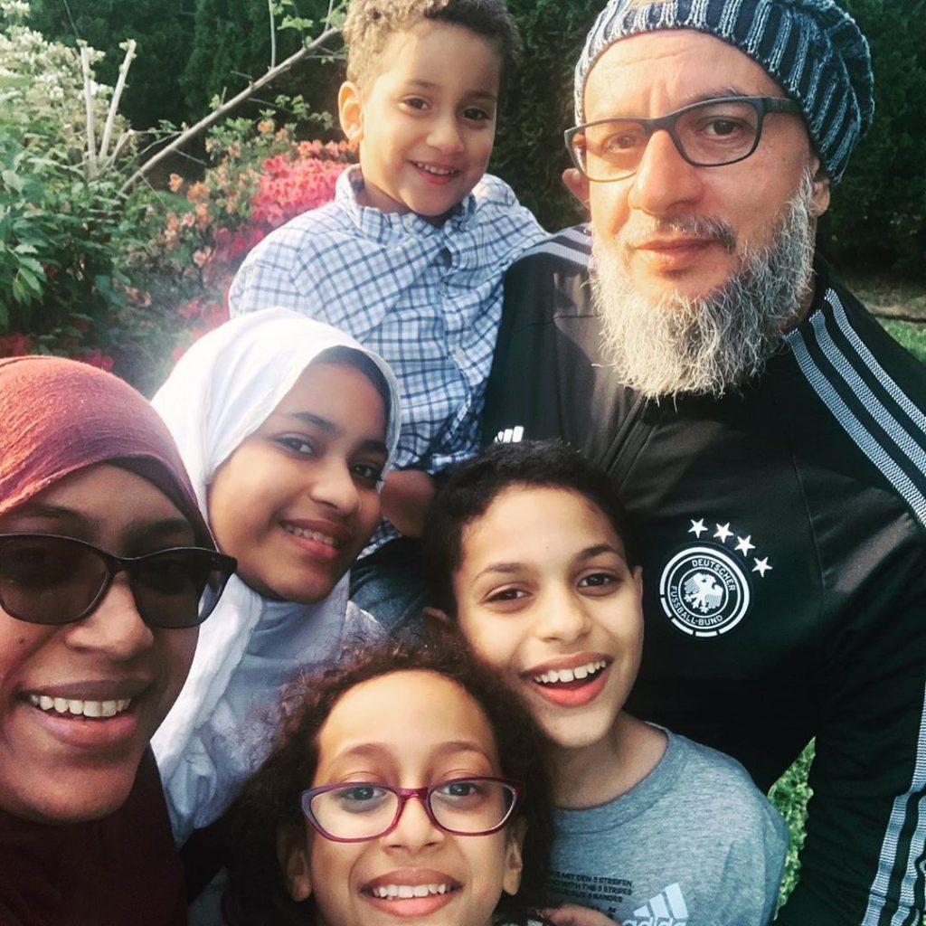Alde Rosario-Hamdani is  a Muslim homeschooling mother.
